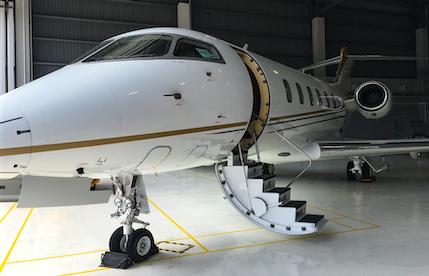 2015 challenger 350 aircraft in hangar